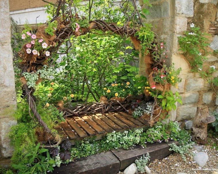 Inspiraciones ambientes con encanto columpios con flores for Como organizar un jardin